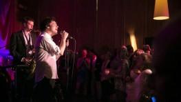 Jamie Cullum sings at Cowley