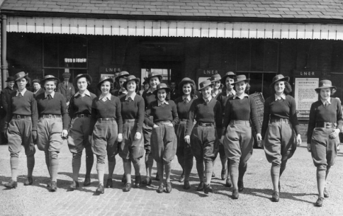 L208 Army Girls_ The Women Who Served In WWII.jpg